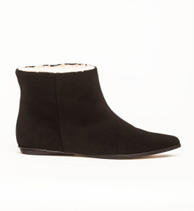 Zedd ankle boots in black leather with sheepskin lining. EIJK shoes are Dutch Design, made in Italy. Zedd boots are perfect for the cold winter weather.