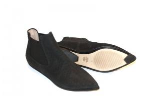 Niki chelsea boots black python