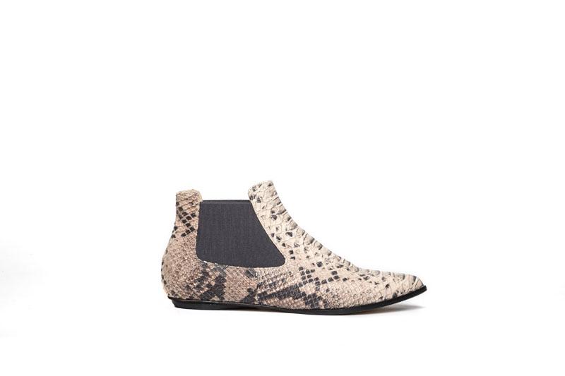 Niki chelsea boots sand python